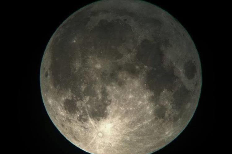 La Luna llena perigeica se acercará a la Tierra el 14 de noviembre próximo. (Foto Prensa Libre, Richard Gutiérrez)