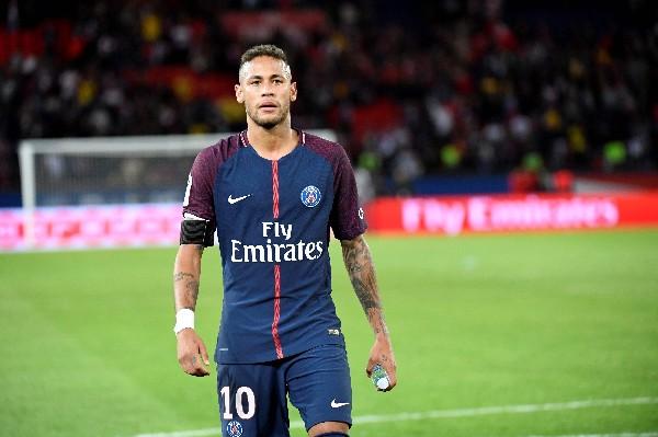 Neymar se ha lucido en los encuentros disputados con el PSG y ya es uno de los favoritos de la afición parisina. (Foto Prensa Libre: AFP)