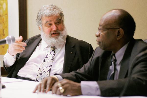 En esta imagen de archivo se encuentra Chuck Blazer, junto  Jack Warner durante una conferencia de prensa de la Concacaf. (Foto Prensa Libre: Hemeroteca PL)