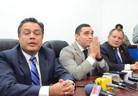Juan Manuel Giordano, al centro, explica que el comentario era una broma. (Foto Prensa Libre: Cortesía José Castro)