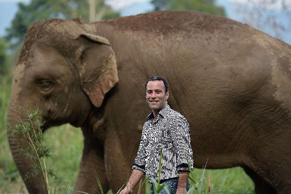 Blake Dinkin, fundador de Black Ivory Coffe. (Foto Prensa Libre: AFP)