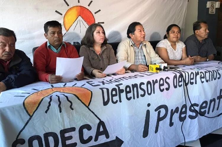 Guatemaltecos bloquean carreteras para exigir la renuncia del presidente