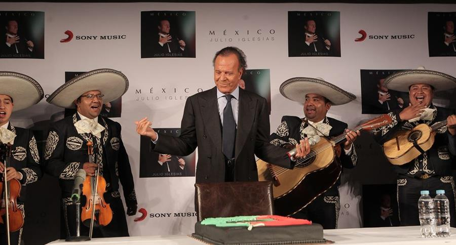El cantante español Julio Iglesias celebró su cumpleaños en México. (Foto Prensa Libre: EFE)