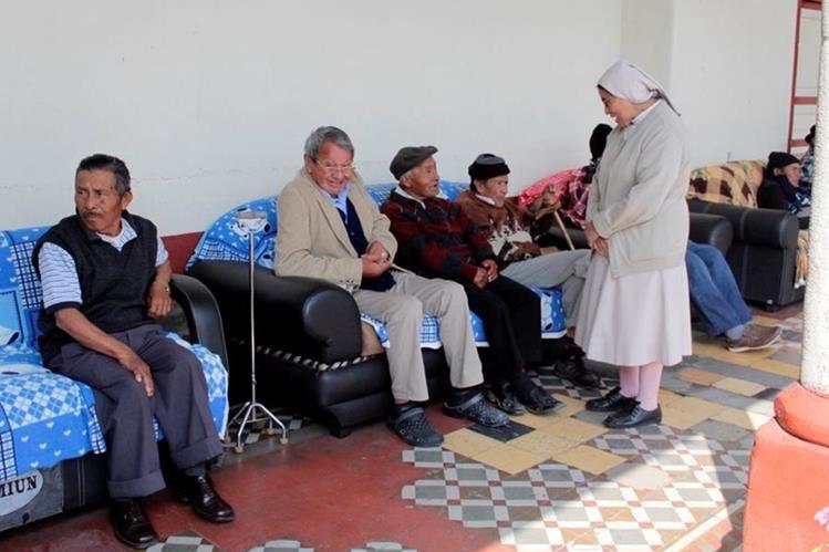 En el asilo La Misericordia, en la zona 3 de Xela, permanecen internos unos 25 adultos mayores. (Foto Prensa Libre: María José Longo).