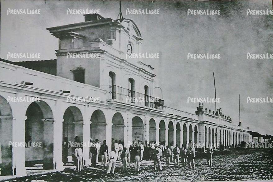 Palacio de Gobierno, donde se encontraba el Gabinete de Historia Natural, de 1976 a 1801. (Foto Prensa Libre: Eadward Muybridge)