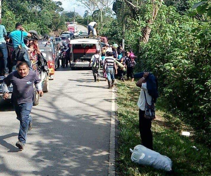 El accidente provocó atascos en el sector.(Prensa Libre: Eduardo Sam)