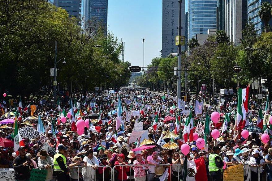 Los mexicanos también exigen un mejor gobierno a Enrique Peña Nieto. (Foto Prensa Libre: AFP)