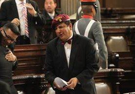 Diputado Galdámez porta una boina kaibil durante sesión solemne del Congreso. (Foto Prensa Libre: Esbin García)