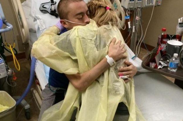 Katie y Dalton habían pedido ayuda en internet para costear sus tratamientos, lo que atrajo la atención de muchas personas y medios en EE.UU. YOUCARING