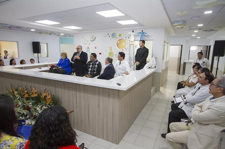 Autoridades del Hospital Roosevelt y de la Fundación Juan Bautista Gutierrez.(Foto Prensa Libre: Fundación Juan Bautista)