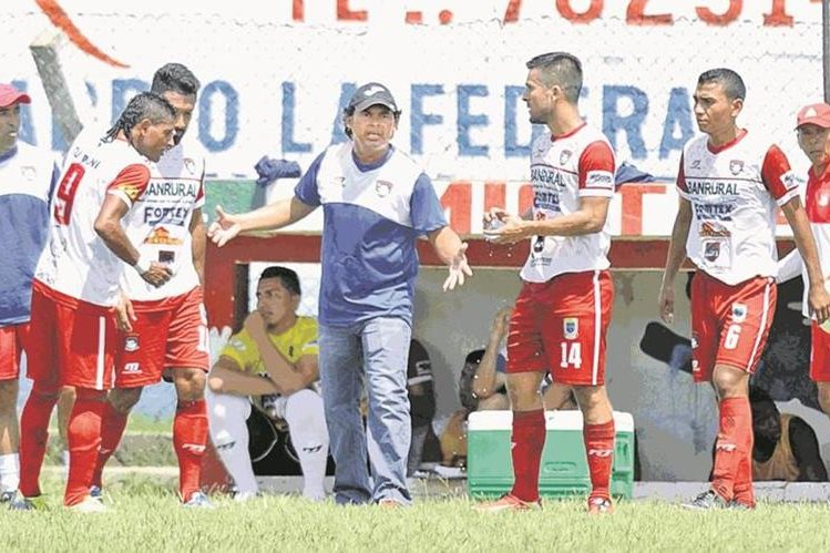 Mictlán inició esta semana su trabajo de reacondicionamiento físico en el estadio La Asunción. (Foto Prensa Libre).