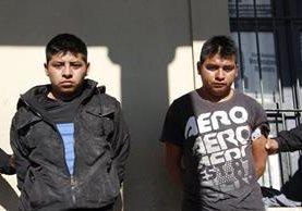 """Las autoridades investigan si los dos detenidos integran la banda de saqueadores """"los Quichelenses"""". (Foto Prensa Libre: Víctor Chamalé)"""