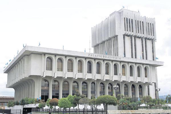 Trabajadores del Organismo Judicial piden que les autoricen un bono de Apoyo Económico por Q6 mil. (Foto Prensa Libre: Hemeroteca PL)