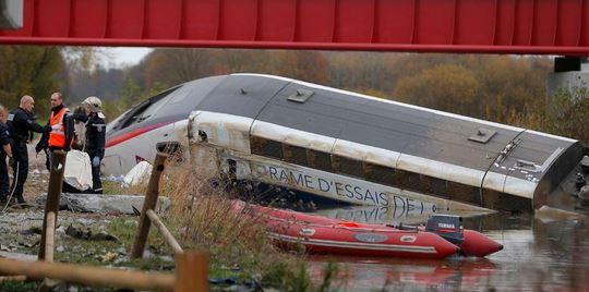 El tren se descarriló en el este de Francia. (Foto: Twitter).