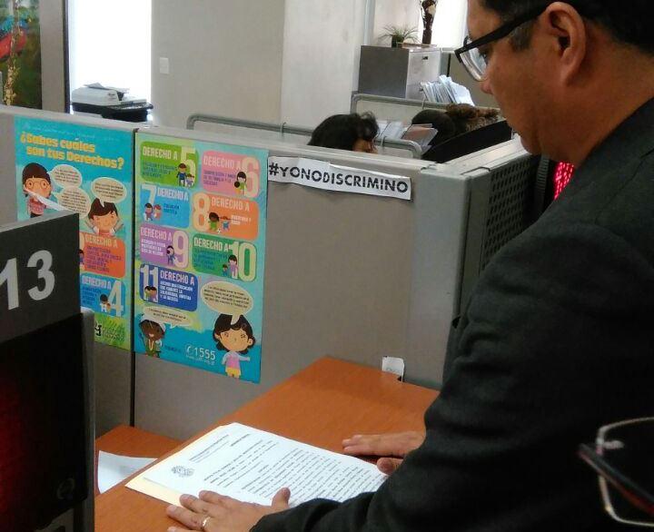 Byron Cabrera, jefe del departamento legal del IGSS, pide en el Ministerio Público se investigue la posible existencia de una estructura. (Foto: Prensa Libre: Andrea Orozco)