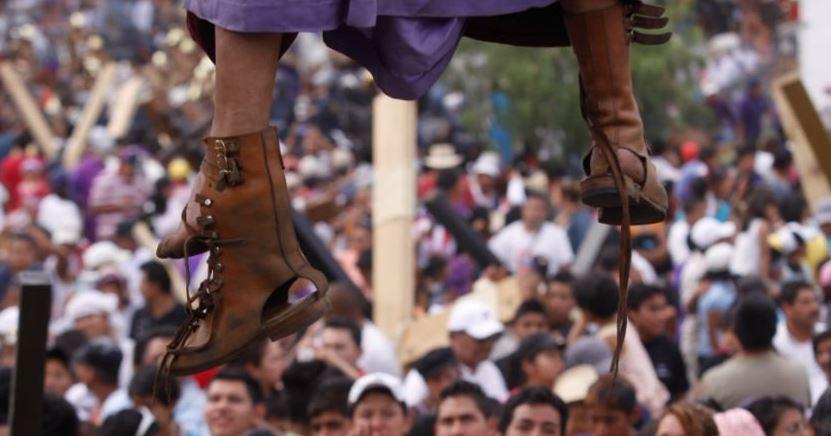 Un hombre que representaba a Judas durante una Pasión de Cristo en vivo en Tancítaro, Michoacán, México, murió asfixiado. (Foto Prensa Libre: Dramatización)