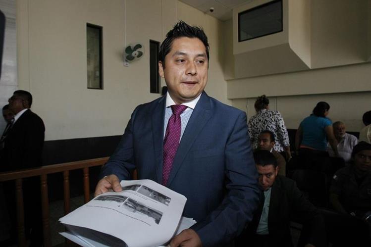 Mario Cano afirma que el mejor lugar para Baldetti es el cuartel Matamoros. (Foto Prensa Libre: Paulo Raquec)