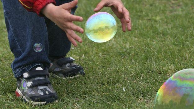 Los niños suelen ser más activos físicamente al aire libre. (Foto, Thinkstock)