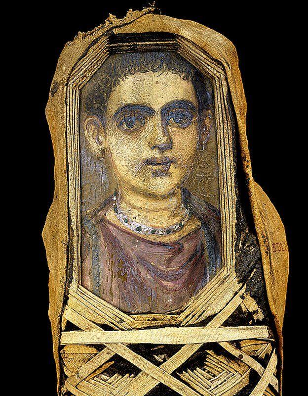 Una momia de un niño del período romano excavada en Hawara, Egipto. Ahora está en el Museo Egipcio, Cairo. GETTY IMAGES
