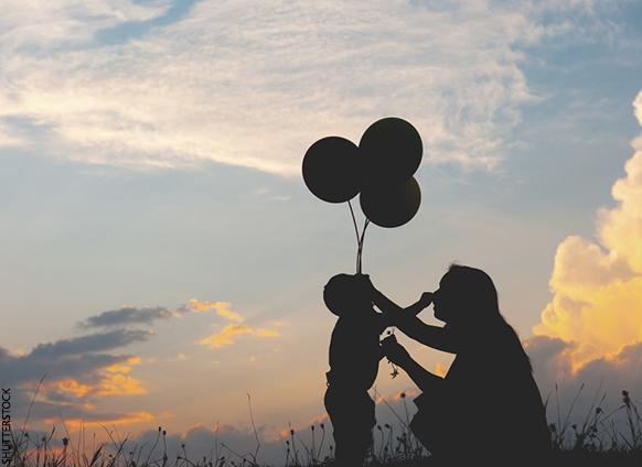 Son varios los retos que enfrentan las mamás solteras, pero estos enriquecen y fortalecen las relaciones con sus hijos. (Foto Prensa Libre: success.com).