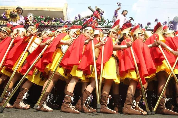 Este año se estrenó un escuadrón de romanos parecido al de la procesión de Domingo de Ramos.