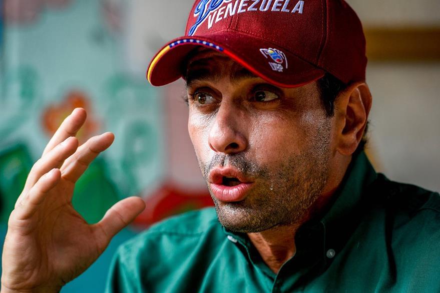El líder opositor Henrique Capriles, asegura que tienen previstas varias protestas para obligar a Maduro a aceptar el revocatorio. (Foto Prensa Libre: AFP).