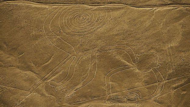 Las figuras pueden verse en su totalidad desde el aire, como este mono de 93 metros de largo. GETTY IMAGES