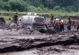 El material volcánico que arrastran los ríos es el principal problema de las fases eruptivas. (Foto Prensa Libre: Conred)