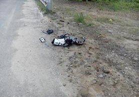 Restos de la motocicleta implicada en accidente. (Foto: municipalidad de Mixco)