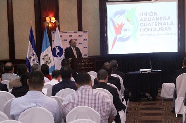 Aspecto de la reunión sobre la unión aduanera Guatemala-Honduras (PL-Mineco.