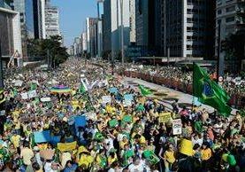 Miles de personas participan en una manifestación contra el Gobierno de la presidenta de Brasil Dilma Rousseff, en Sao Paulo  (Foto Prensa Libre:AFP)