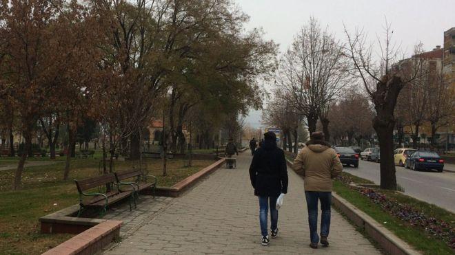 En Veles, una pequeña ciudad de Macedonia, muchos jóvenes se están enriqueciendo con un negocio que despierta polémicas.