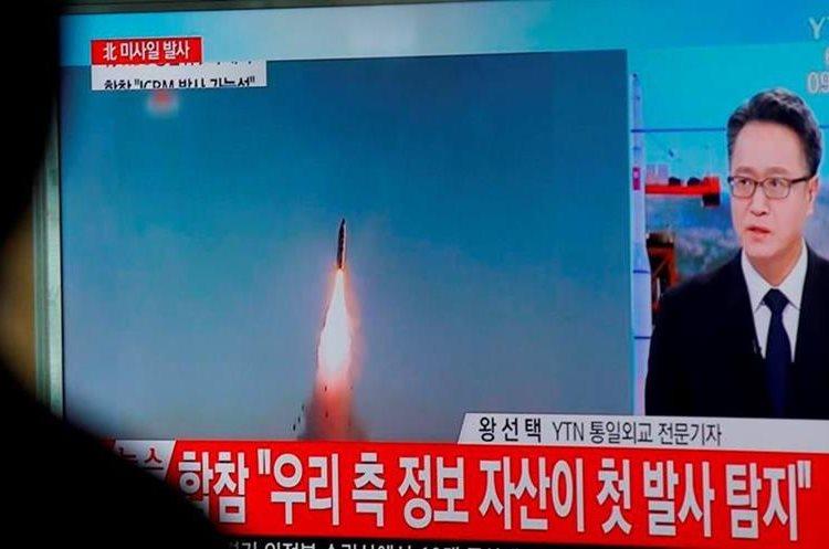 Los misiles fueron probablemente lanzados desde el este de Corea del Norte, indicó la fuente a Kyodo. (Foto Prensa Libre: EFE)
