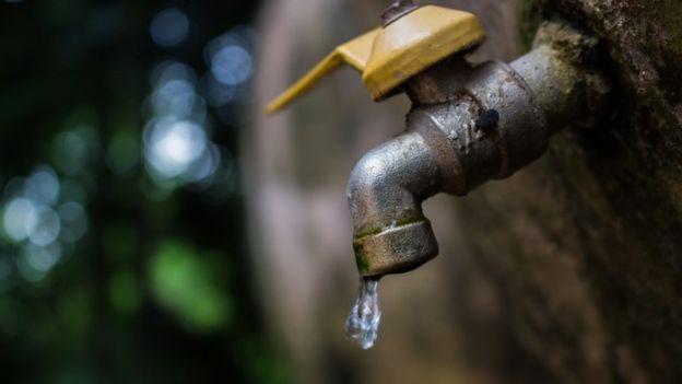 Todas las soluciones que conocemos para el problema del agua tienen desventajas en términos de costo y eficiencia. GETTY IMAGES