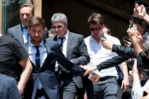 La Audiencia condenó la semana pasada a Messi y a su padre a 21 meses de cárcel. (Foto Prensa Libre: EFE).