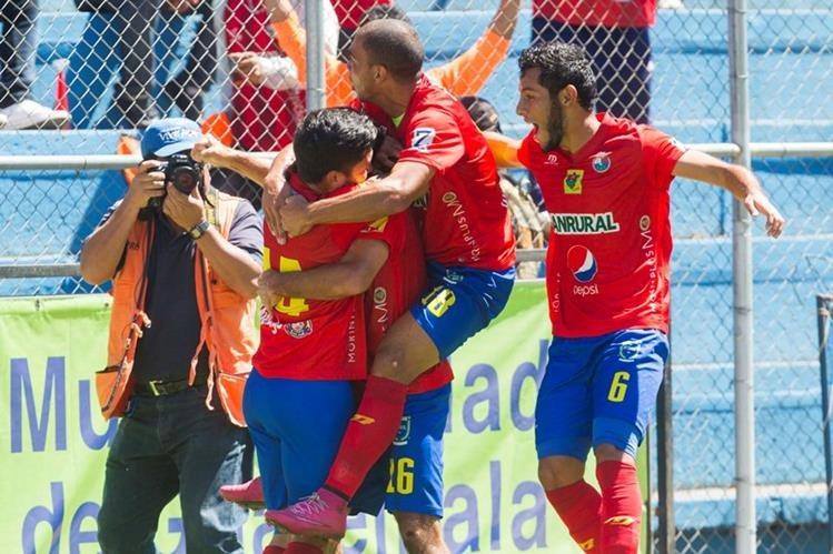 Municipal gustó, goleó y disfrutó de una tarde de futbol que hizo recordar sus mejores tiempos en el balompié guatemalteco. (Foto Prensa Libre: Norvin Mendoza)