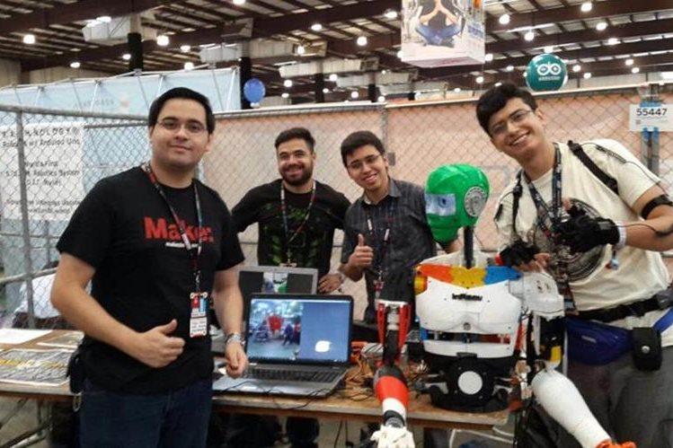 El equipo de Turing Lab presentó proyectos de robótica e Inteligencia Artificial. (Foto Prensa Libre: Alí Lemus)