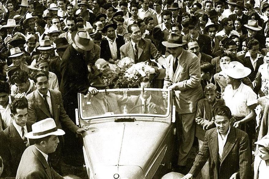 Juan José Arévalo, al centro, cuando ganó la presidencia en diciembre de 1944 (Foto: Hemeroteca PL).