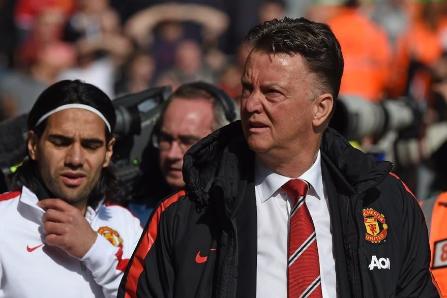 El técnico holandés Louis Van Gaal podría ser sustituído por Mourinho en el banquillo del Manchester United. (Foto Prensa Libre: Hemeroteca)