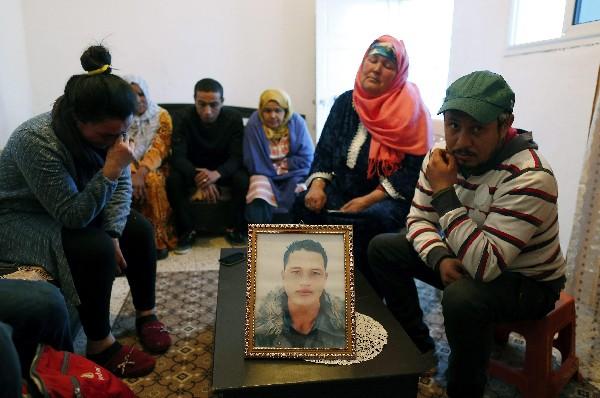 Familiares de Anis Amri, principal sospechoso del ataque en Berlín. (AFP).