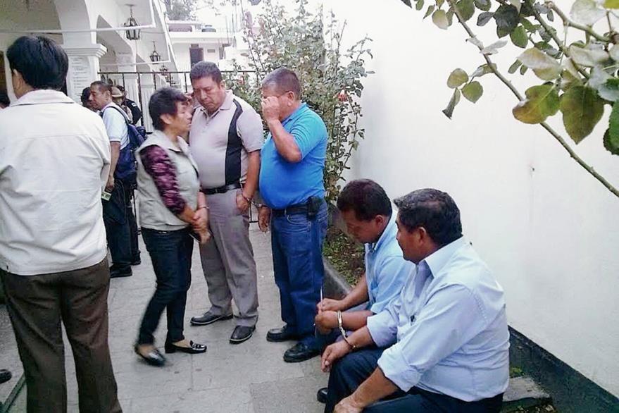 Los cinco concejales de San Lucas Sacatepéquez que fueron capturados permanecen en el juzgado de Antigua Guatemala. (Foto Hemeroteca PL)