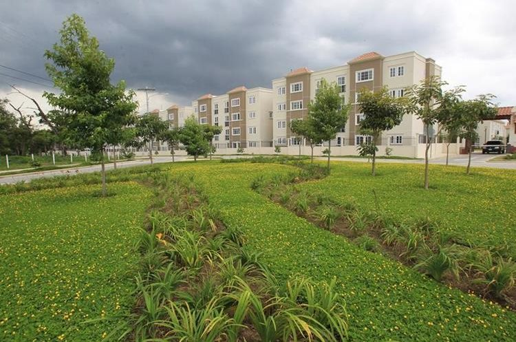 Hay 17 áreas residenciales en Condado El Naranjo en las que viven mil 500 familias -unas 10 mil personas-. (Foto Prensa Libre: Esbin García)
