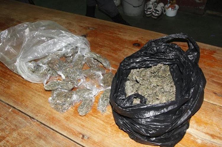 Una bolsa con marihuana también fue incautada durante el operativo efectuado por la PNC en la cárcel de Puerto Barrios, Izabal. (Foto Prensa Libre: PNC)
