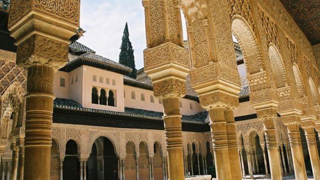 La belleza de la Alhambra ha sido alabada durante los siglos.