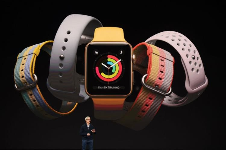 Tim Cook develó la nueva versión del Apple Watch. (Foto Prensa Libre: AFP)