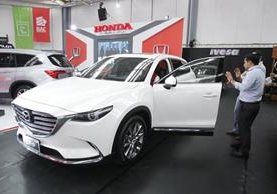 Durante la Auto Expo los interesados tendrán hasta 84 meses de financiamiento y el primer pago del enganche lo podrán hacer efectivo en enero del 2018. (Foto Prensa Libre: Paulo Raquec)