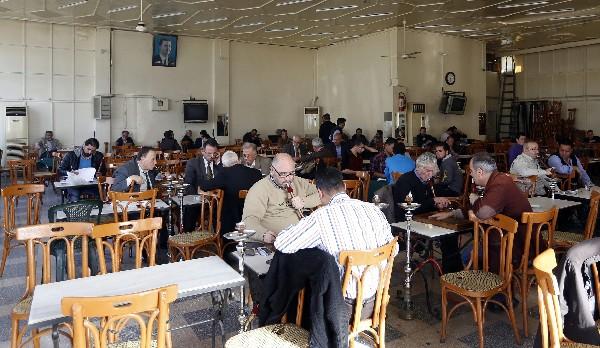 """Durante la tregua sirios <span class=""""hps"""">pasan el tiempo</span> <span class=""""hps"""">en un café en</span> <span class=""""hps"""">Damasco</span><span>, Siria.</span>"""