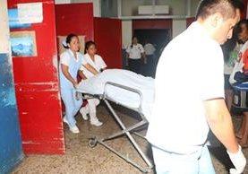 Dos personas murieron luego de ser víctimas de un ataque armado. (Foto Prensa Libre: Rolando Miranda)