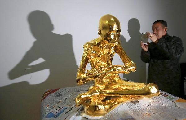 Fu Hou fue momificado para honrar su devoción al budismo.(AP).