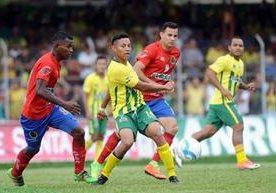 Intenso duelo de la final de ida del Clausura 2017